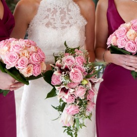 bride-bridesmaids-flowers