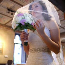 romantic-bride-at-juliets-house
