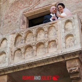 wedding-toast-at-juliet-balcony