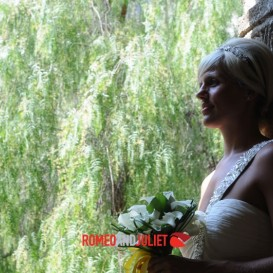 romantic-bride-at-st-francis-cloister
