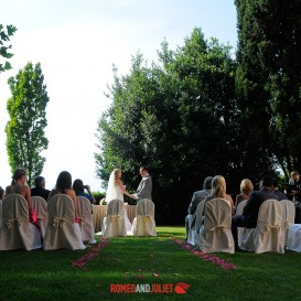 symbolic-ceremony-in-delightful-garden