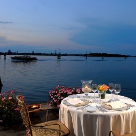 venice-island-table-for-2