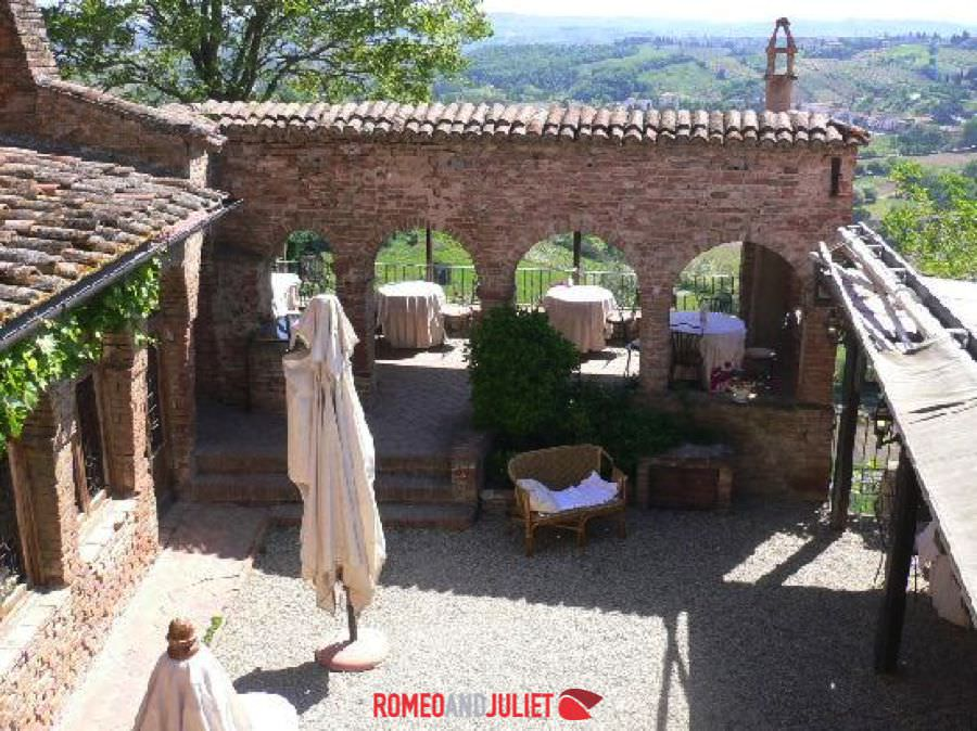Traditional restaurants countryside tuscany italy for Wedding venue with a view