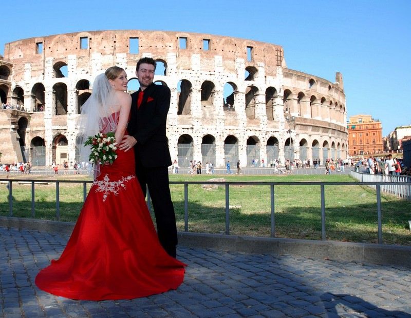 A detailed review of a splendid Rome wedding