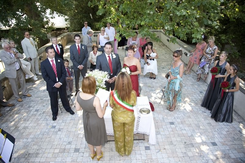 Outdoor wedding in a splendid Viareggio villa