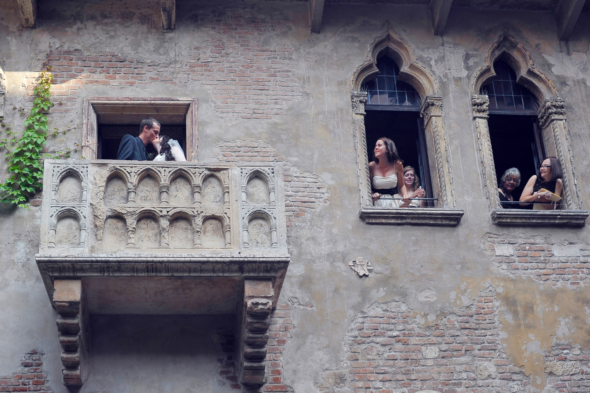 Juliet 39 s house wedding planner verona italy wedding for In the balcony